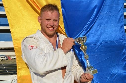 Украинец Вадим Скрипаль завоевал золото в международном турнире по пляжному самбо