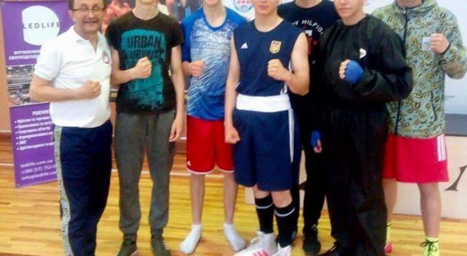Все одесситы вернулись с наградами с чемпионата Украины по боксу среди старших школьников, показав 100% результат